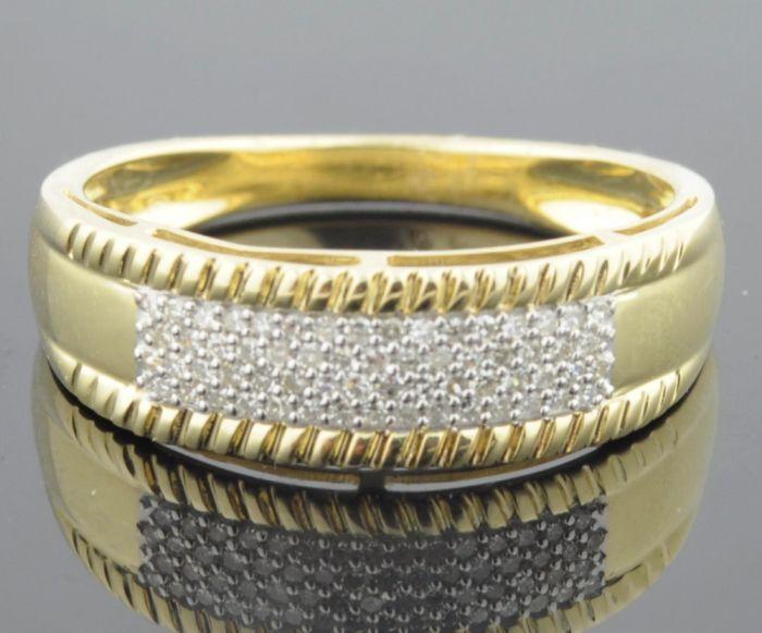 Mens Milgrain style wedding band in yellow gold